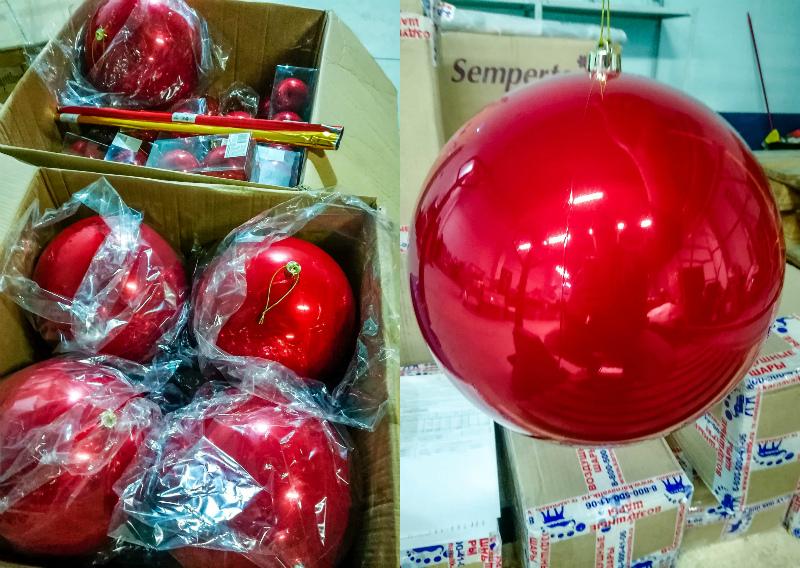 гигантские елочные шары